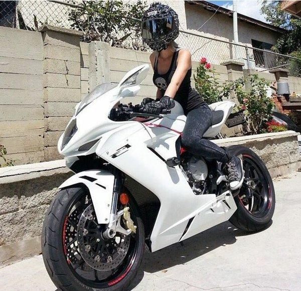 etre f minine en moto nos conseils moto au f minin tout sur la moto. Black Bedroom Furniture Sets. Home Design Ideas