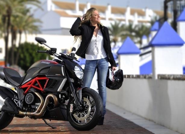 les femmes ayant un permis de conduire une moto ont moins. Black Bedroom Furniture Sets. Home Design Ideas